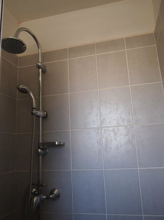 Hotel Le Littoral: shower