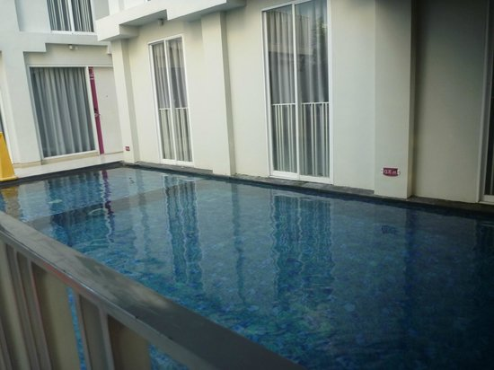 favehotel Kuta Square: The pool at downstair.