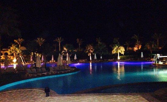 Tiran Island Hotel: Pool at night