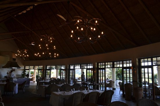 Ilala Lodge: Inside the lodge...