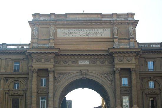 Piazza della Repubblica : o arco