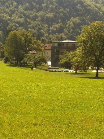 Elda Eco Ambient Hotel: Hotel dal paese