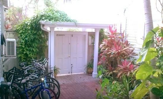 Villas Key West: the gate locked at night