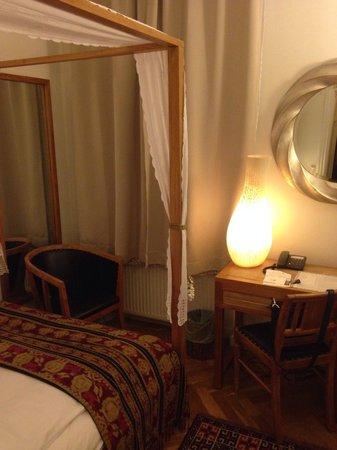 Axel Guldsmeden - Guldsmeden Hotels: Enkelrum standard, mot gatan (upplevde inte att ljud från gatan störde alls)
