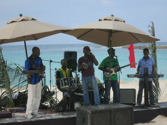 Club Med Cancun Yucatan: Beach band