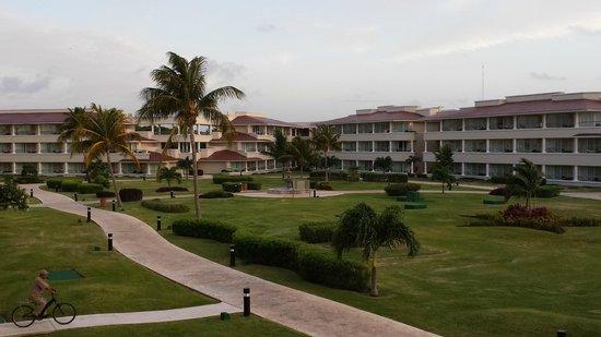 Moon Palace Golf & Spa Resort: Resort Grounds