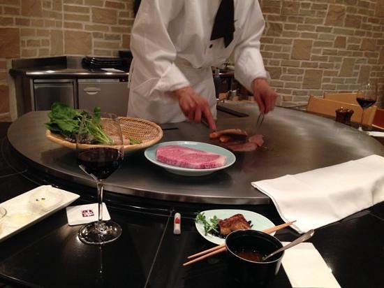 The Prince Park Tower Tokyo: In the steak restaurant of the hotel, that serves Kobe beef, very tasteful menu and great servic