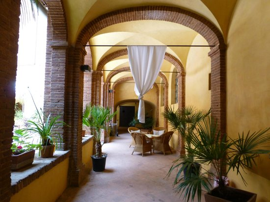 Il Chiostro del Carmine : part of the cloisters