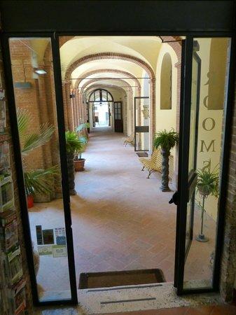 Il Chiostro del Carmine : view from reception