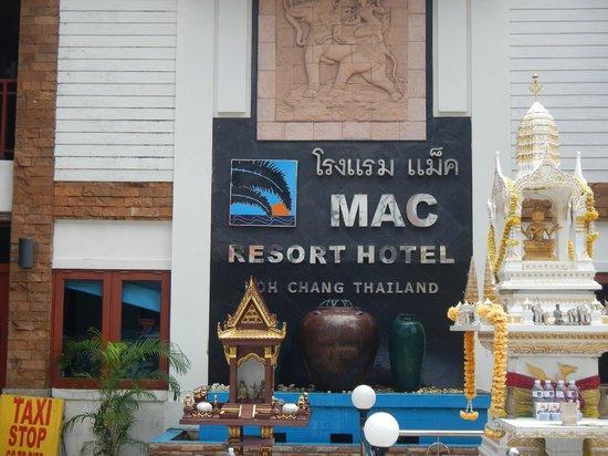 Mac Resort Hotel: Front of property