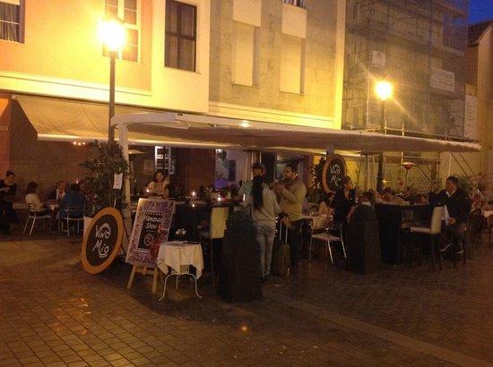Restaurante Vino Mio: Tavoli all'aperto