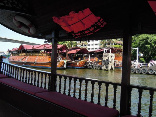 Anantara Riverside Bangkok Resort: Anatara Riverside - shuttle boat