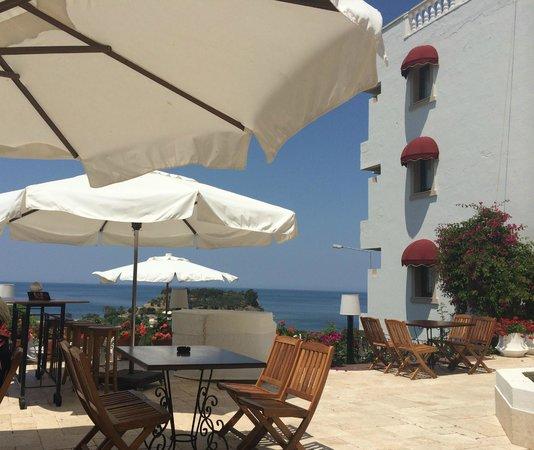 Hotel Carina: Outside breakfast