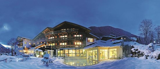 Hotel Quelle Nature Spa Resort: Magia invernale con piscine esterne