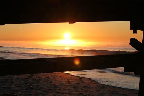 Ocean Crest Motel: View of the sunrise from beneath the Ocean Crest Pier