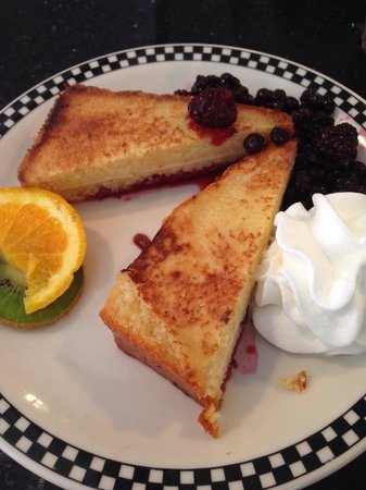 Amore Breakfast: Black & Blue French Toast