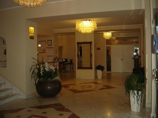 Grand Hotel Mediterranee: INTERNO DELL'HOTEL