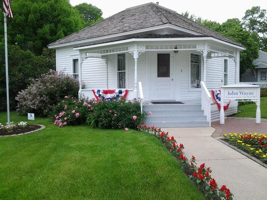John Wayne Birthplace & Museum: Such a well maintained & darling little home.