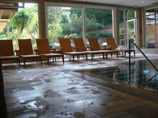 Hostellerie des Chateaux & Spa: siège pré de la piscine