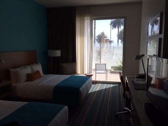 Shore Hotel: room 102
