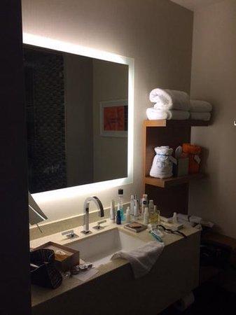 Shore Hotel: bathroom