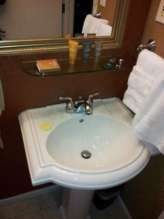 Millwood Inn & Suites: More amenities in bathroom