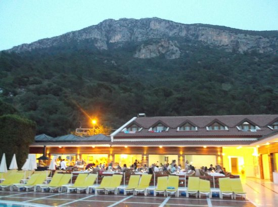 Alize Hotel : Resturant at sunset