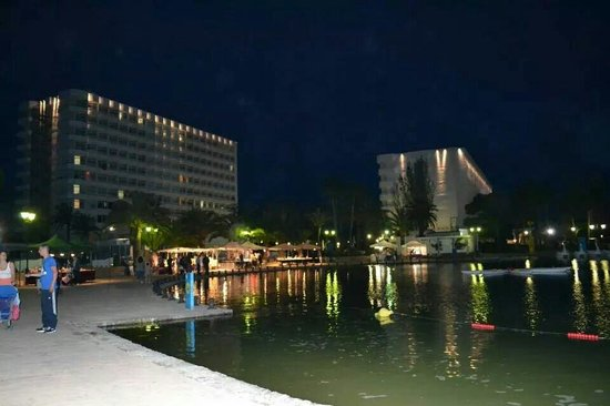 Club MAC Alcudia: View of hotels from lake