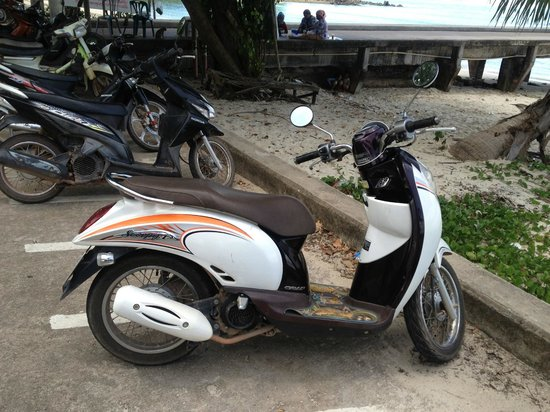 Betterview Bed Breakfast & Bungalow: Scooter hired from hotel