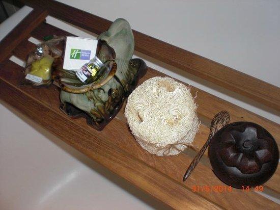 Holiday Inn Resort Phuket : Bath essentials