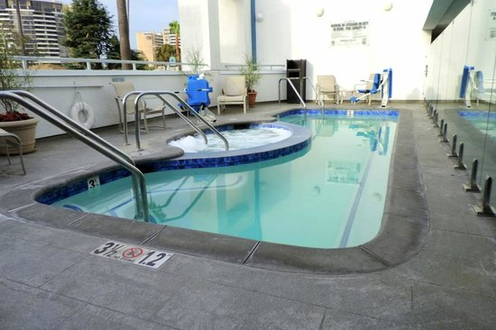 The Kinney: pool and jacuzzi