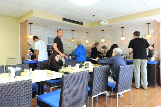 The Kinney: breakfast area