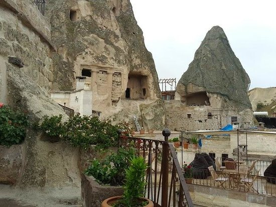 Koza Cave Hotel: Outside sitting areas
