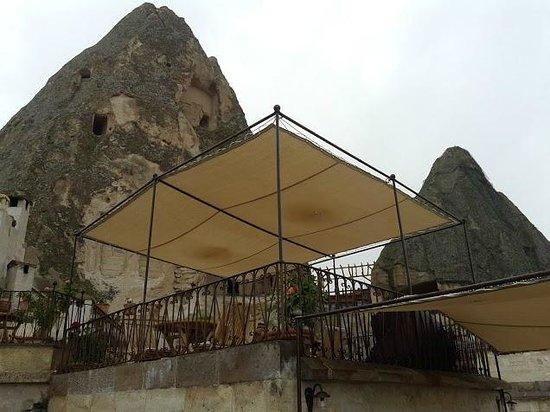 Koza Cave Hotel: Outside sitting areas