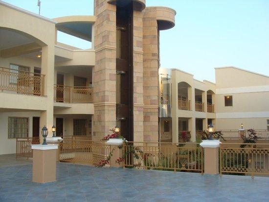 Lindos Imperial Resort & Spa : Главное здание со спины