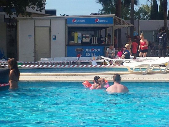 Club MAC Alcudia: Closed pool as child pooped in it - happened a few times ...