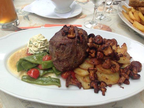 Rinderfilet auf erlesenen Pilzen! - Bild von Domschänke, Verden ...
