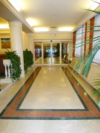 Grand Hotel Adriatico : Clean and well lit reception area