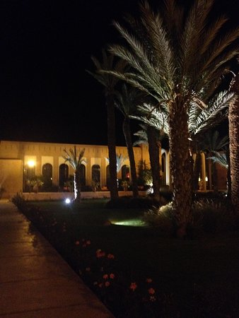 Kenzi Club Agdal Medina : one area of the hotel at night