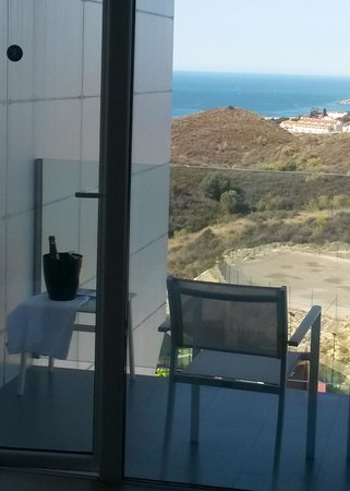 DoubleTree by Hilton Hotel Resort & Spa Reserva del Higueron: Vue de la chambre