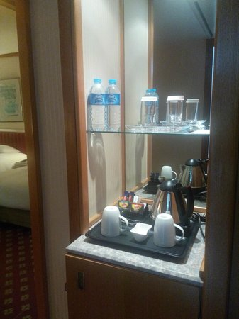 Hilton Izmir : Amenities in the room and free water