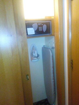 Hilton Izmir: safe and ironing available