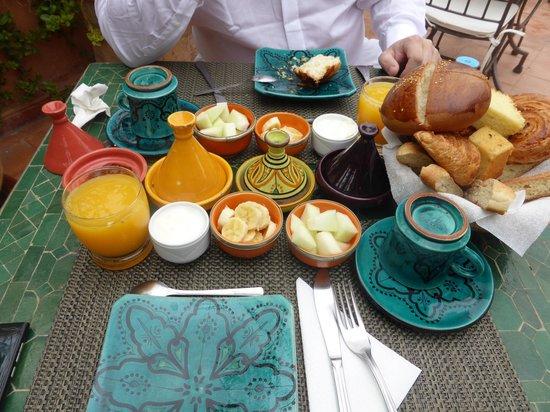 Riad Les Nuits de Marrakech: Le petit déjeuner est très copieux