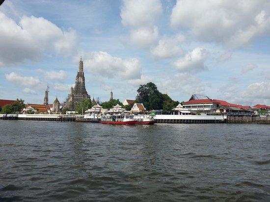 Templo del Amanecer (Wat Arun): View of Wat Arun from Tha Tien Ferry Pier