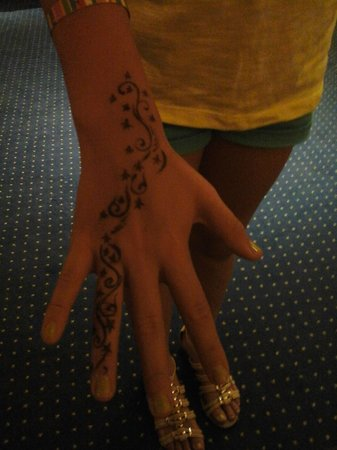 Medina Belisaire & Thalasso: Henna Tattoo
