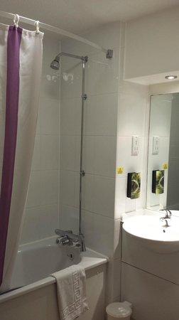 Premier Inn Birmingham Oldbury (M5, Jct2) Hotel: Premier Inn Oldbury - Bathroom