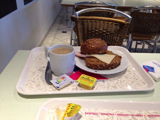 Cabinn City Hotel : Café da manhã