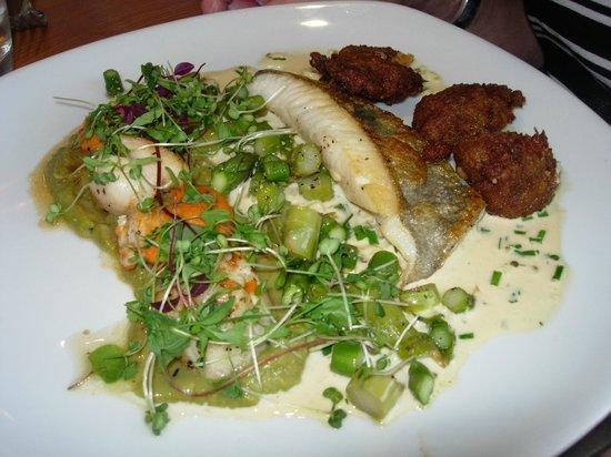 Pebble Beach Restaurant: John Dory, scallops, curried fritters