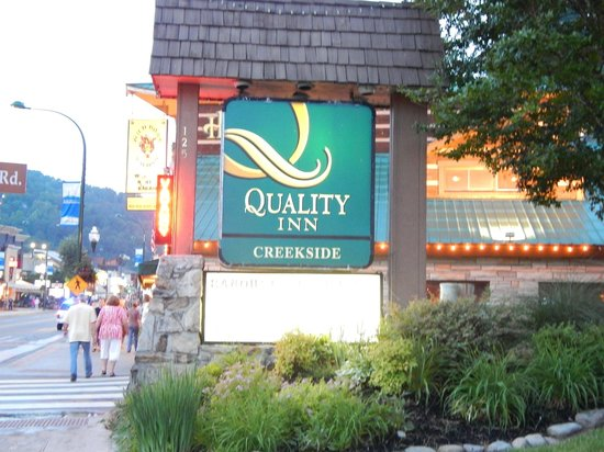 Quality Inn Creekside: from the road
