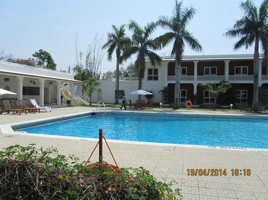 Hotel Chandela: piscina